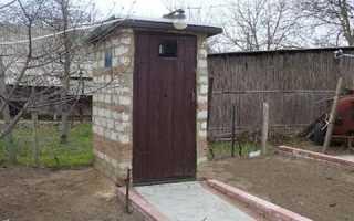 Кирпичный туалет