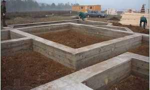 Фундамент под кирпичный забор своими руками
