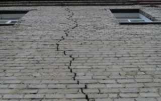Заделка трещин в кирпичной стене дома