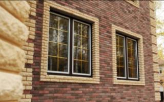 Кладка облицовочного кирпича вокруг окон