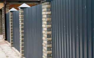 Заборы из профнастила с кирпичными столбами с установкой